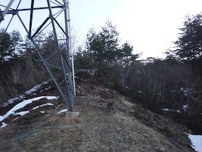 鉄塔下に雪はなく