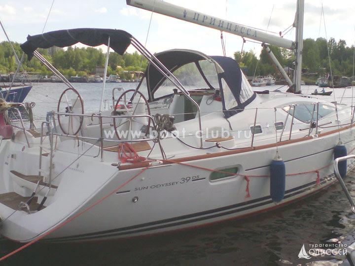 Яхта Принцесса в яхт-клубе