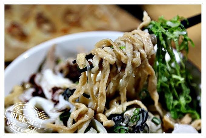 陳漢吉臭豆腐鍋燒餃子專賣肥豬蝦鍋燒麵