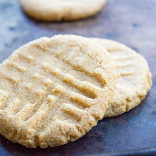 Flourless Peanut Butter Cookies (4 Ingredients Total!)