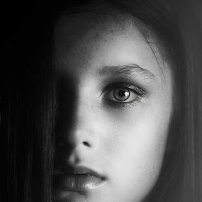 Dramatic Girl by Lana Nolte - Black & White Portraits & People ( girl, black and white, dramatic, one eye,  )