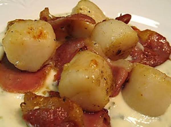 Spicy Bacon Sea Scallops W/tarragon Cream