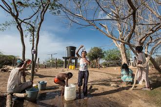 Photo: Baño de agua gracias al bombeo solar - comunidad de Jawapiakat - Maicao