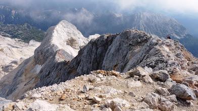 Photo: tik pod vrhom Triglava pogled S ,nazaj na M.Triglav, zadaj Tosc in Mali Draški vrh