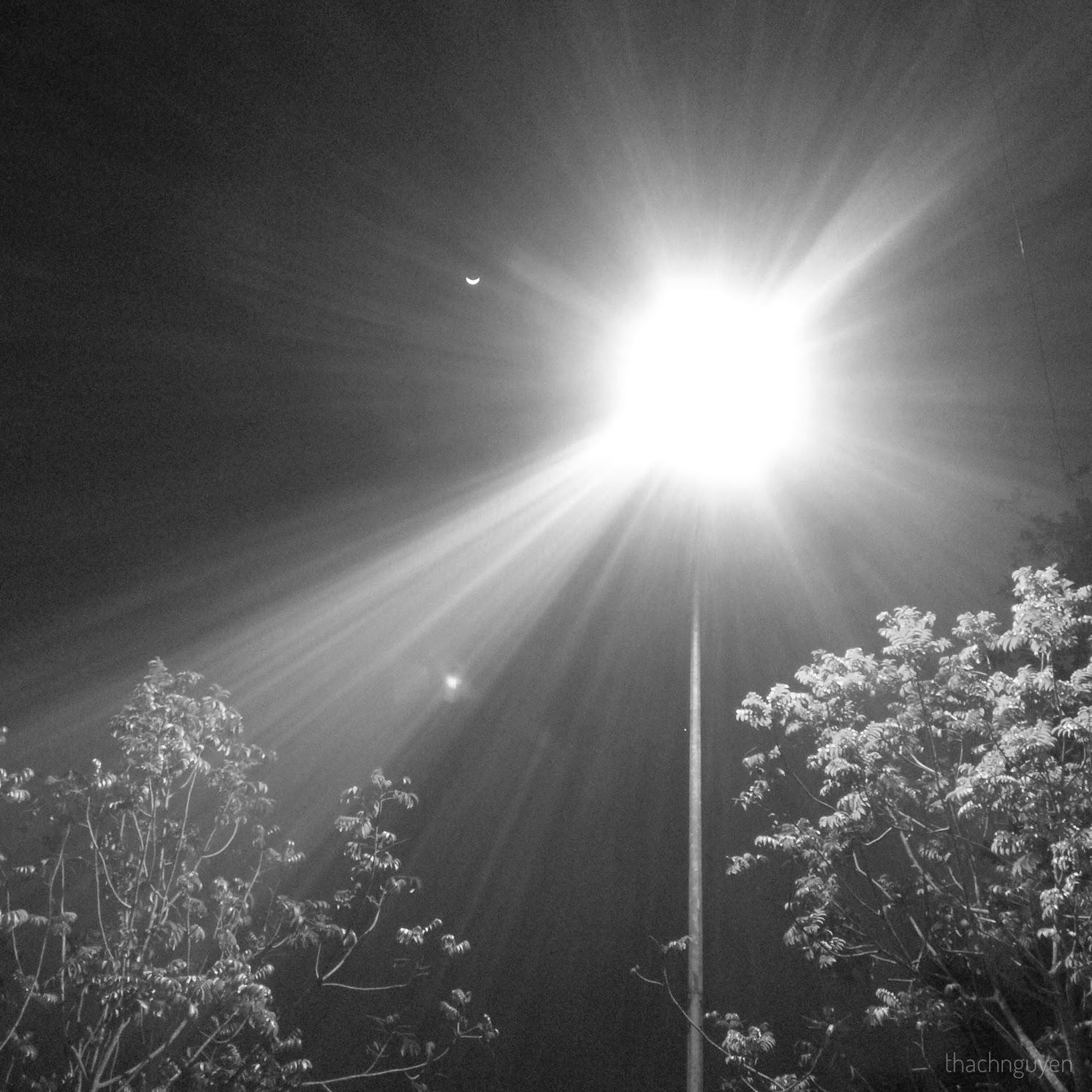 trăng và đèn