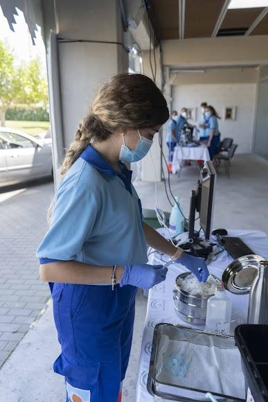 Vacunación en el exterior del pabellón.