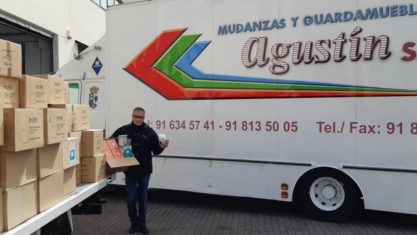 El dueño de Mundanzas Agustín ha donado miles de mascarillas de un cliente fallecido.