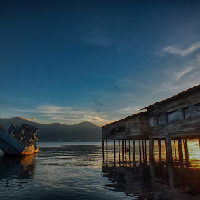 Old Boat by Jurnal Ahmad Saudah - Landscapes Beaches