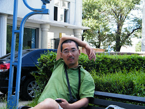 Photo: warrenzh 朱楚甲's works: dad, benzrad 朱子卓 resting in minigarden near his son's mom's house, while we waiting son's mom return.