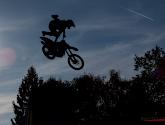 VIDEO: Motor vol in de nek bij winnaar Motorcross der Naties
