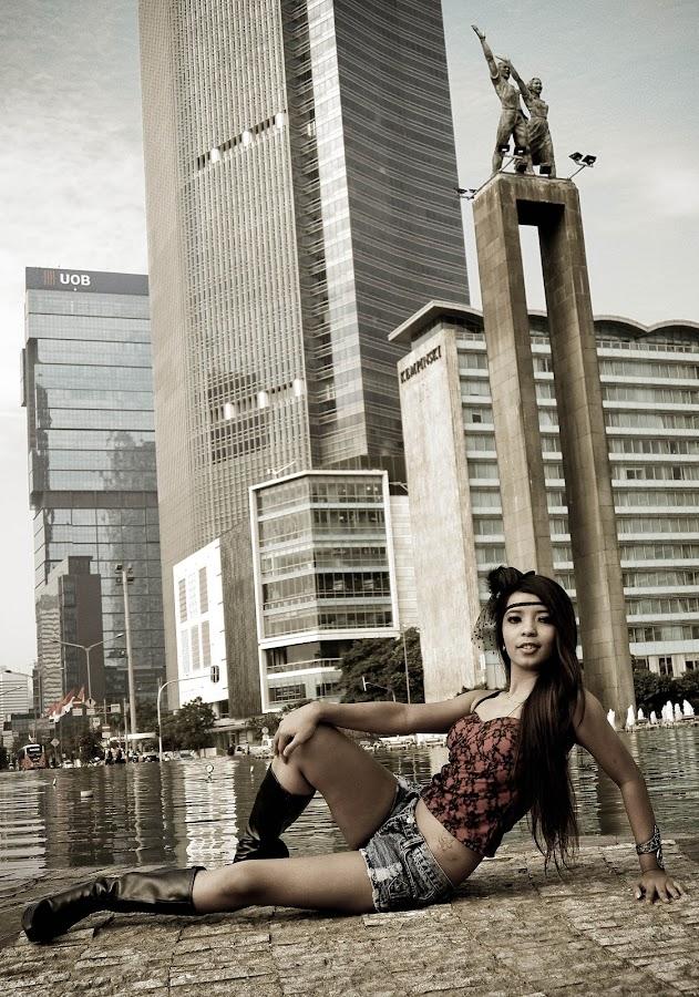 Sexy Behind The City by Yuriza Ayu Ningsih - People Fashion ( fashion, woman, beautiful, photography )