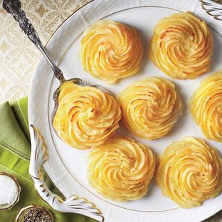 Roasted Garlic Duchess Potatoes