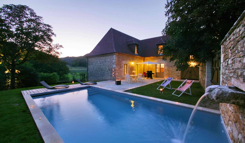 Maison avec piscine et jardin Saint-Amand-de-Coly