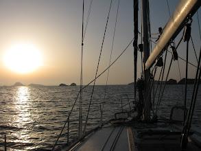 Photo: Auringonnousu Folegandroksella.