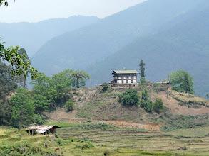 Photo: Typisch bhutanesisches Landhaus