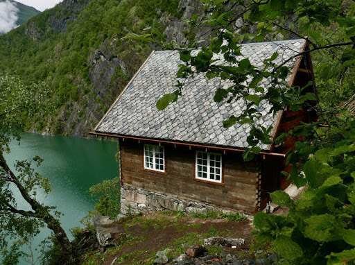 Wittgenstein's cabin of questioning resumes its gaze across Norway fjord