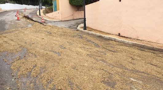 """Denuncian """"fugas"""" de agua en Mojácar por el """"pésimo"""" estado de las calles"""