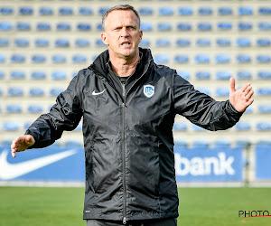 """📷 John Van den Brom maakt kennis met zijn spelersgroep: """"Al heel wat verwezenlijkt in het voetbal"""""""