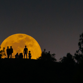 Couples in love by Martin Marthadinata - People Couples ( moon, astrophotography, moonrise, astronomy, lunar )
