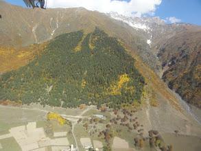 Photo: Grzbiet Gvalda - koty 3703 i 3557. W dole wieś Lakhiri.