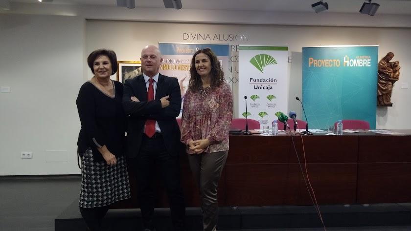 Ana Mazón, directora de Proyecto Hombre Almería (derecha), en la presentación.