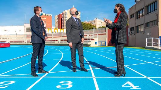 El Estadio de la Juventud 'Emilio Campra' estrena césped y pista de atletismo