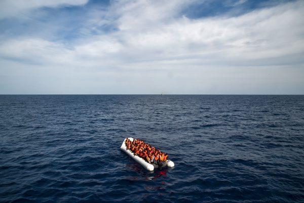 紹國偉說,他從古巴坐船偷渡來美國,中途差點葬身大海(示意圖)。 (ANDREAS SOLARO/AFP/Getty Images)