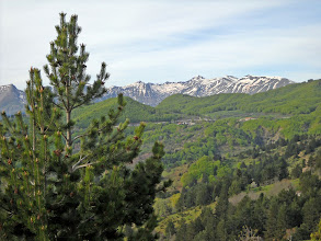 Photo: Das Pindos-Gebirge ist noch mit Schnee bedeckt.