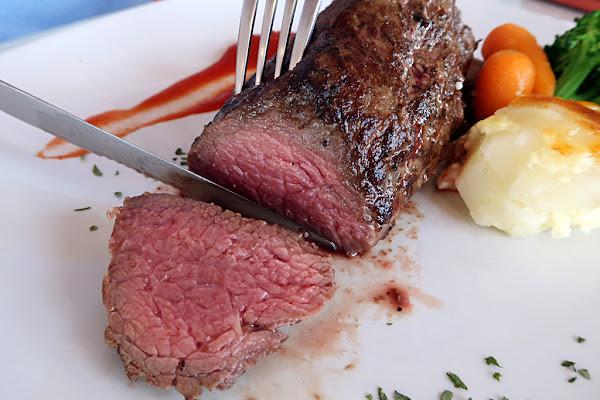 日盛精緻牛排館 ♡ 台中美食 台中一中附近的肉品批發專賣店 & 日盛牛肉牛排館