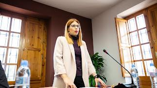 Ángeles Castillo ayer mientras prometía su cargo como alcladesa de Huércal.