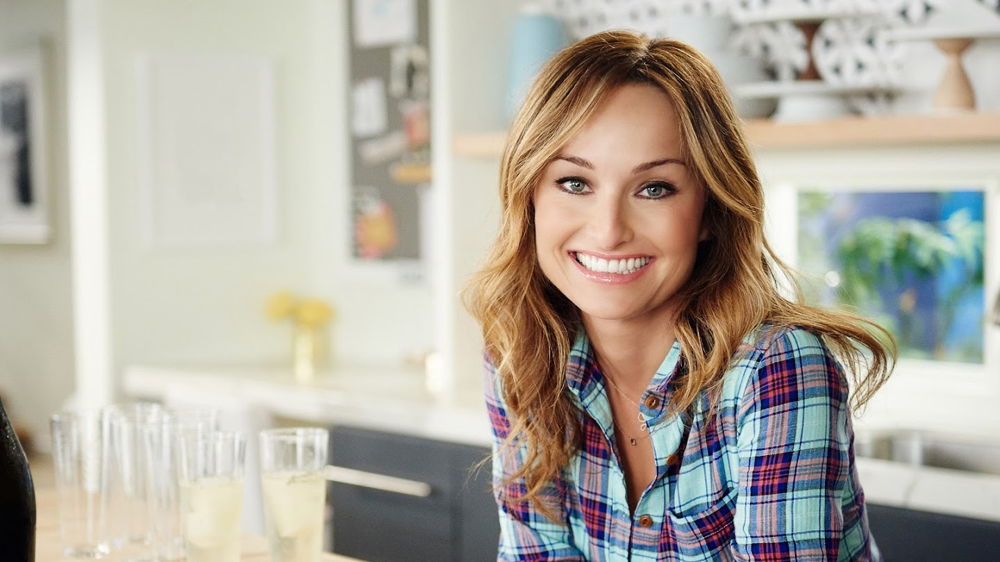 Watch Giada Entertains live