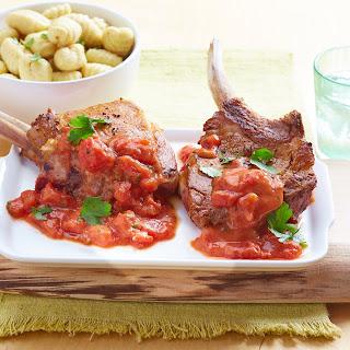Schweinekoteletts in Tomaten-Knoblauch-Sauce