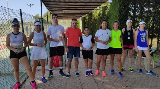 Daniel Lorenzo y Elia Durán se proclaman campeones infantiles de tenis