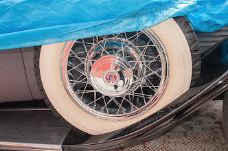 """Photo: Hubcaps of Stutz labeled """"16"""""""