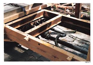 Photo: T4 Rahmen mit Befestigungspunkten für die Kabine. Das Fahrerhaus ist rechts.