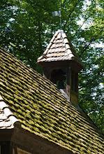 Photo: Der Glockenturm in Alt Damerow (Pingelhof) ist aus dem Jahre 1791. Wie alt das Moos auf dem Dach?