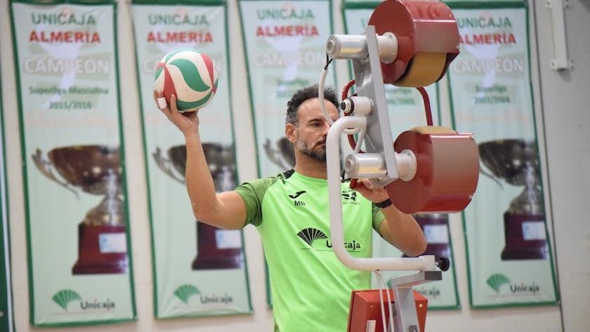 Manolo Berenguel en uno de los entrenamientos del conjunto ahorrador.