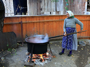 Photo: Gerník - Banát - Rumunsko výroba šípkové marmelády http://agnesobrazkov.webnode.cz/news/rumunsko/
