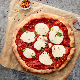 Grilled Pizza Margherita.