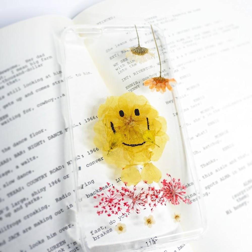 [訂製/custom-made] Mr Happy Pressed Flower Phone Case