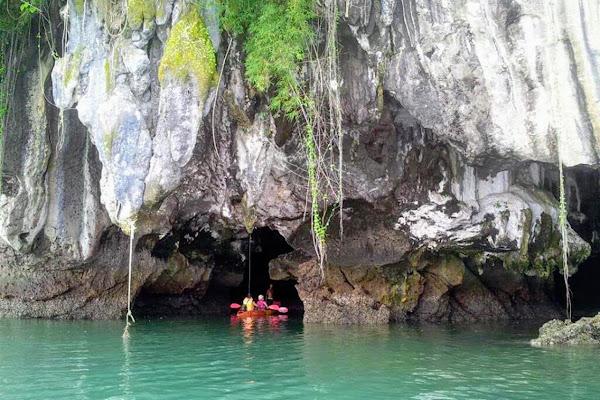 Sea cave kayaking at Koh Talabeng