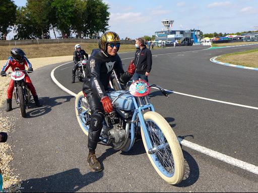 Harley Boardtrack de Francis. La base est un 883 Evo.