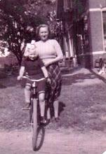 Photo: Henny Kruit-Huting met dochter Jannie