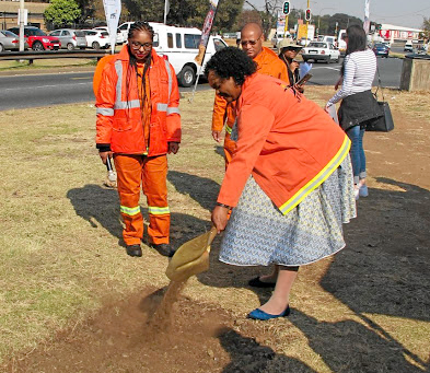 Councillor Nonhlanhla Helen Makhuba, member of the mayoral committee for transport in Johannesburg, gets the roadworks under way at Main Reef Road. Picture: MARK SMYTH