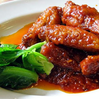 CHICKEN WINGS IN RED SAUCE