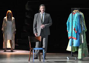 Photo: LES CONTES D'HOFFMANN im Theater an der Wien. Regie: Roland Geyer. Premiere: 4.7.2012. Marlis Petersen, John Relya. Foto: Barbara Zeininger
