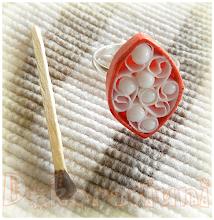 Photo: Inel Red and White tehnica quilling, lacuit, inserţii mărgele albe inel de mărime reglabilă Preţ: 10 lei Nu mai este în stoc