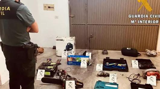 Roban herramientas en un cortijo y acaban detenidos por la Guardia Civil