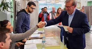 Fernando Martínez, cabeza de lista al Senado por el PSOE, votando