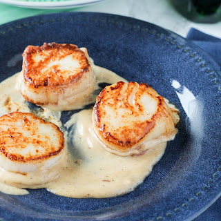 Pan Seared Scallops with Vermouth Cream Sauce